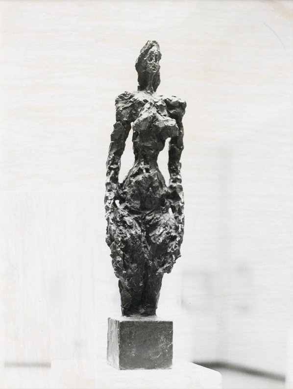 23: Bo Boustetd Femme nue debout en bronze, exposition