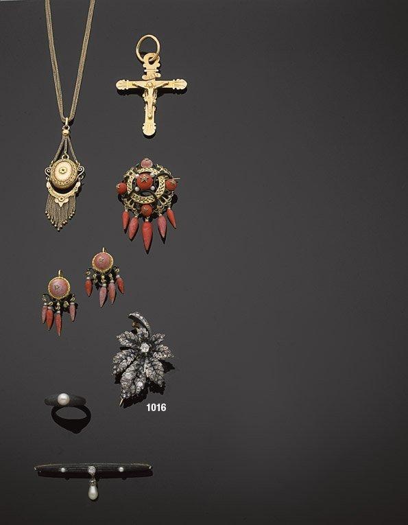 1016: TEMPLIER  Broche feuille or argent et diamants. X