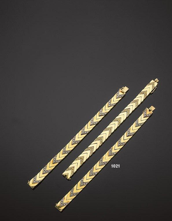 1021: Ensemble de trois bracelets en or jaune pouvant f