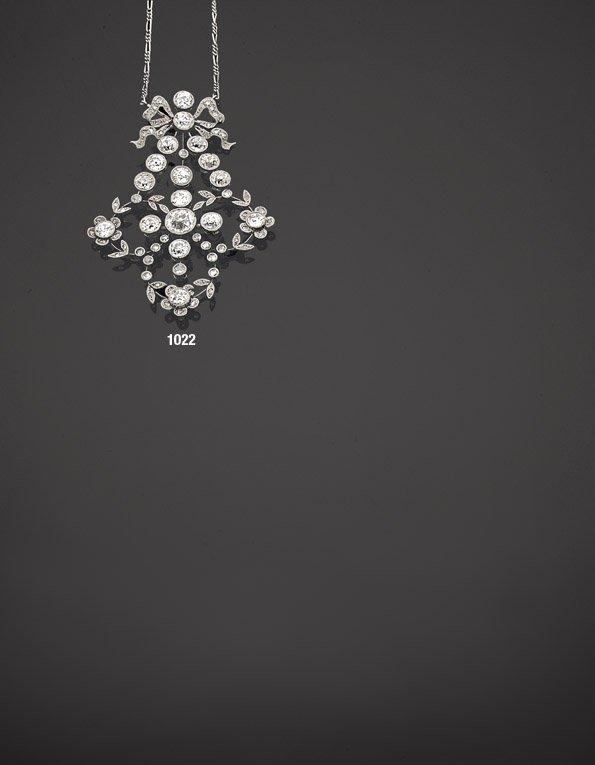 """1022: Beau pendentif """"nœud"""" diamants taille ancienne et"""