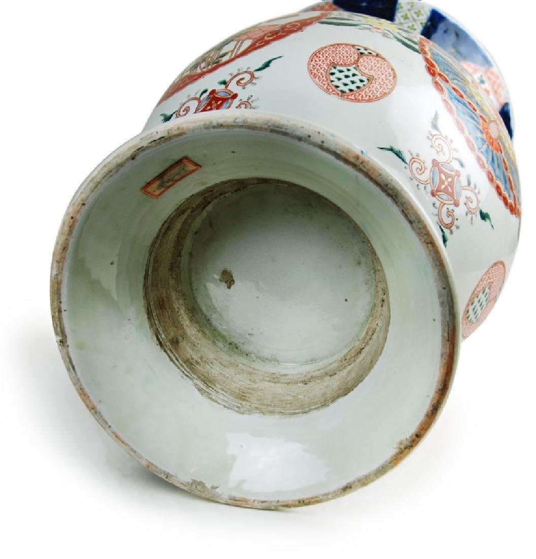 A JAPANESE IMARI VASE; EDO PERIOD (1603-1867) - 2