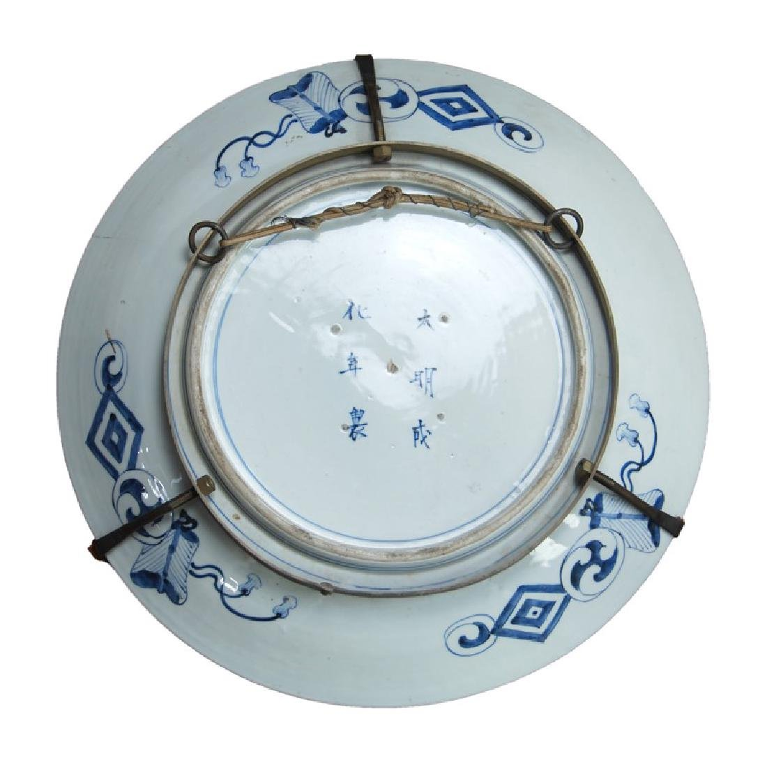 A JAPANESE LARGE IMARI CHARGER - 3