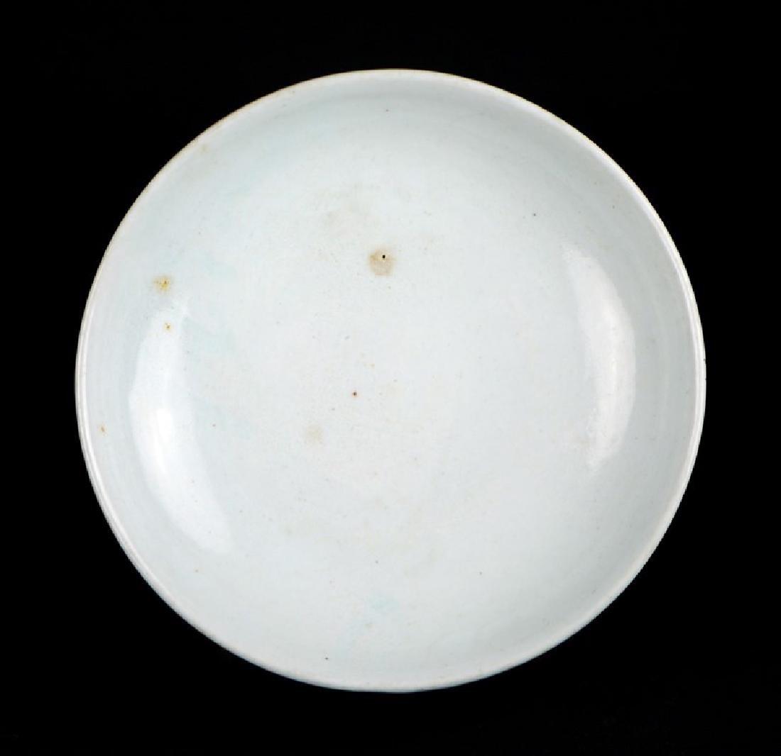 A KOREAN WHITE GLAZED DISH,  JOSEON DYNASTY (1394-1897)