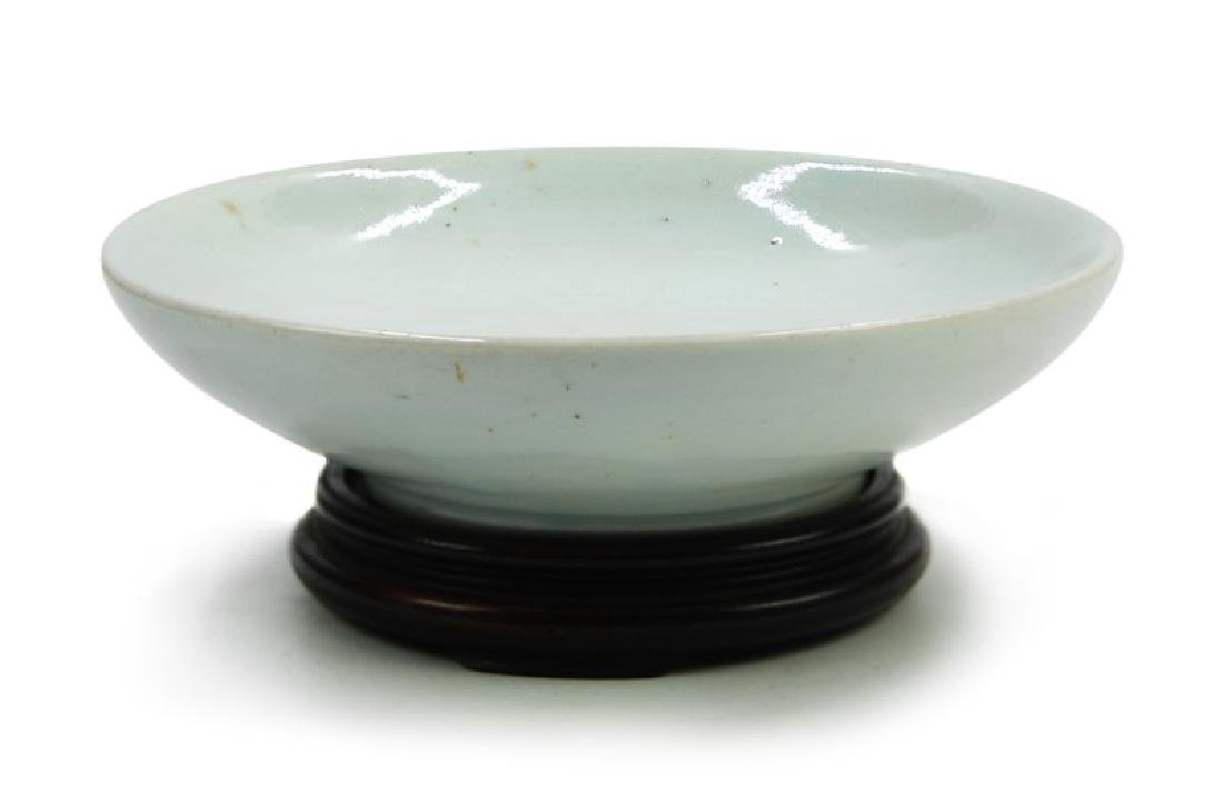 A KOREAN WHITE GLAZED DISH, JOSEON DYNASTY (1394-1897)