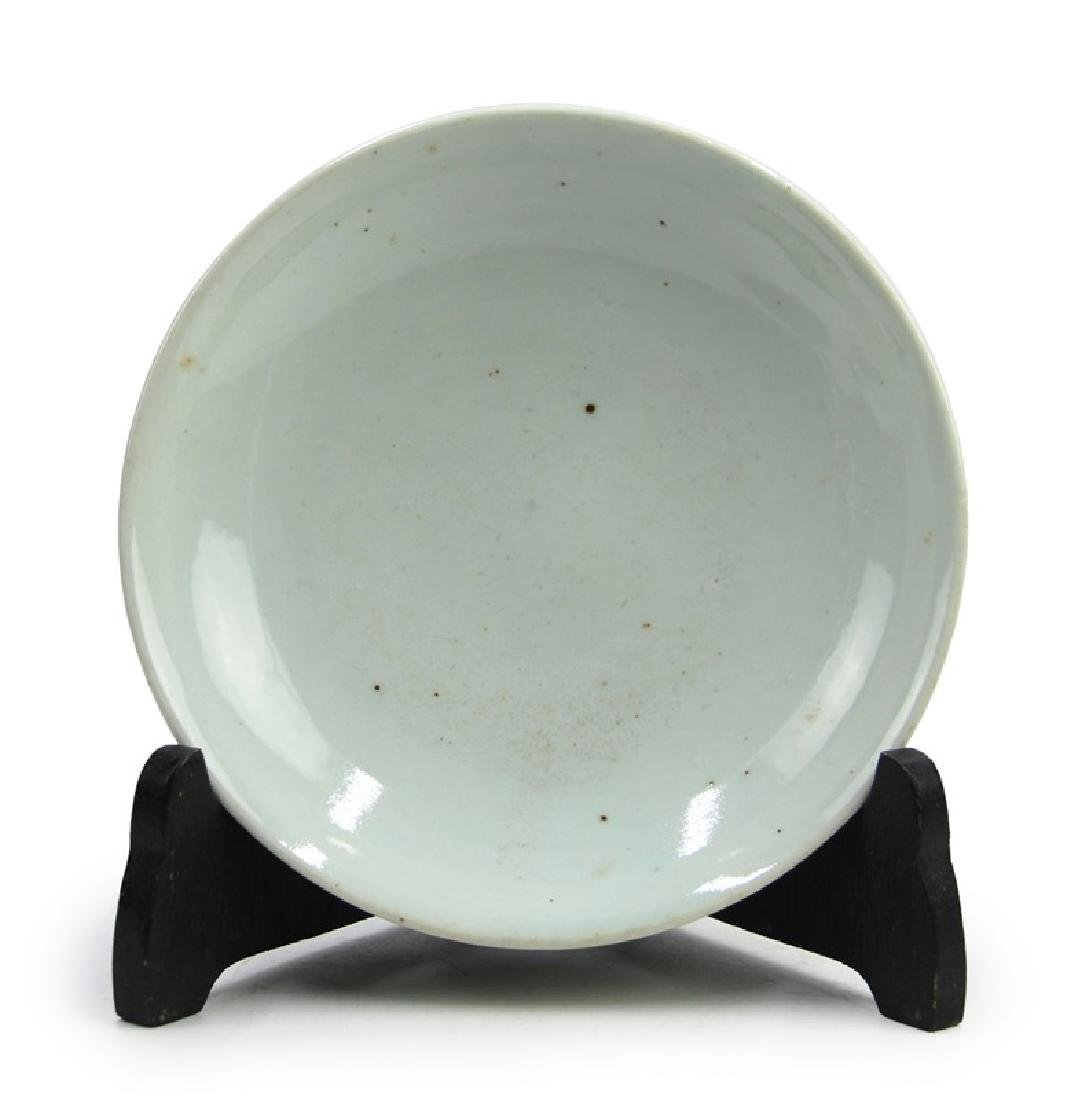 A KOREAN WHITE GLAZED DISH, JOSEON DYNASTY (1394-1897) - 2