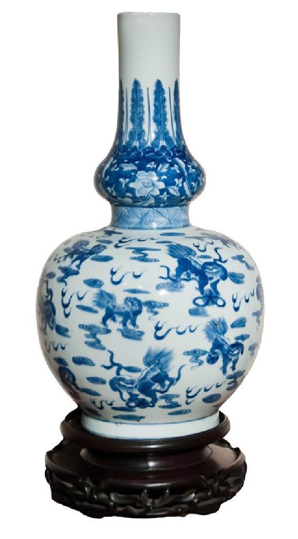 BLUE AND WHITE FOO LION VASE (KANG XI)