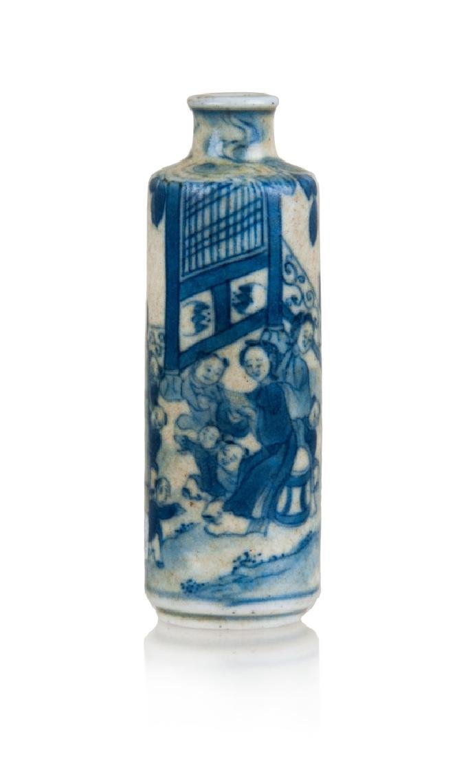 BLUE AND WHITE SNUFF BOTTLE,19TH CENTURY