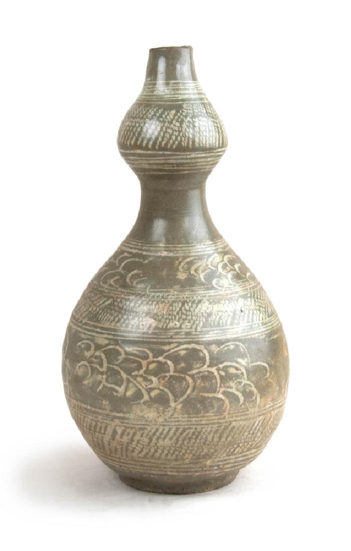 KOREAN SLIP PATTERN DOUBLE GOURD BOTTLE
