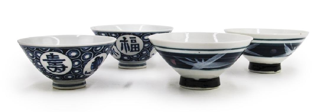 TWO PAIRS OF BLUE AND WHITE BOWLS