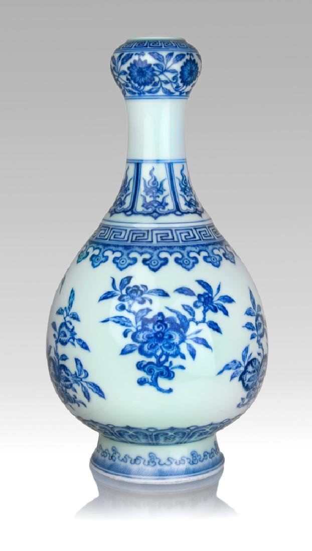 BLUE AND WHITE GARLIC MOUTH VASE; QIANLONG PERIOD