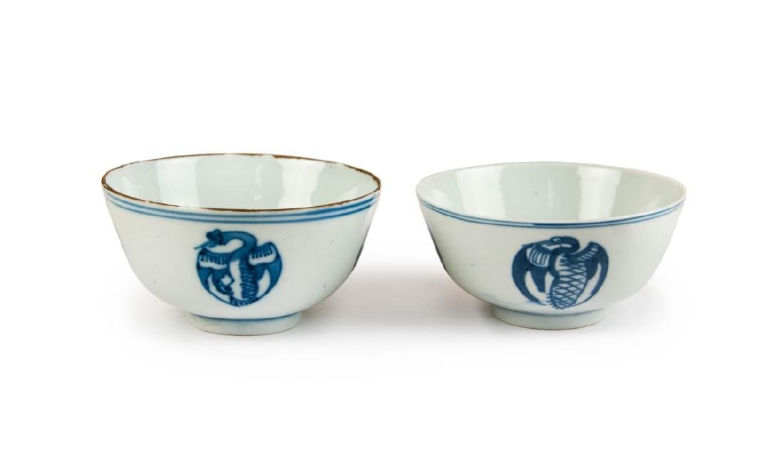 A PAIR OF BLUE AND WHITE CRANE BOWLS