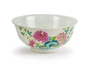 A CHINESE FAMILLE ROSE FLORAL BOWL