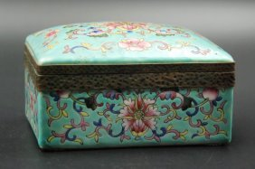 Turquoise-ground Famille Rose Jewelry Box