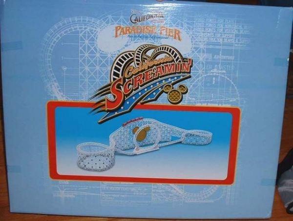 18: Walt Disney Company CA Adventure Monorail Accessori