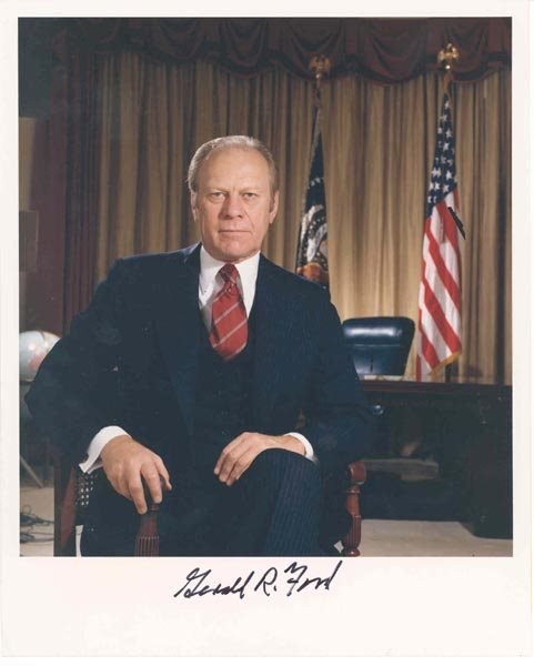 515: PRESIDENT GERALD R. FORD 8X10 COLOR PHOTO SIGNED