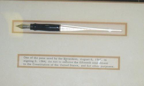 703: (LYNDON B. JOHNSON) PRESIDENTIAL BILL SIGNING PEN - 2