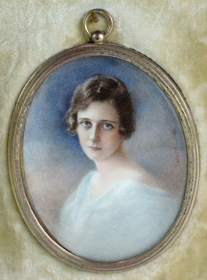 Artist Signed Miniature Portrait of a Lady - 2