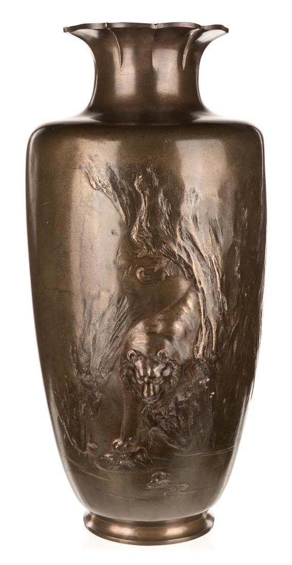 A LARGE CHINESE BRONZE VASE, 20TH CENTURY