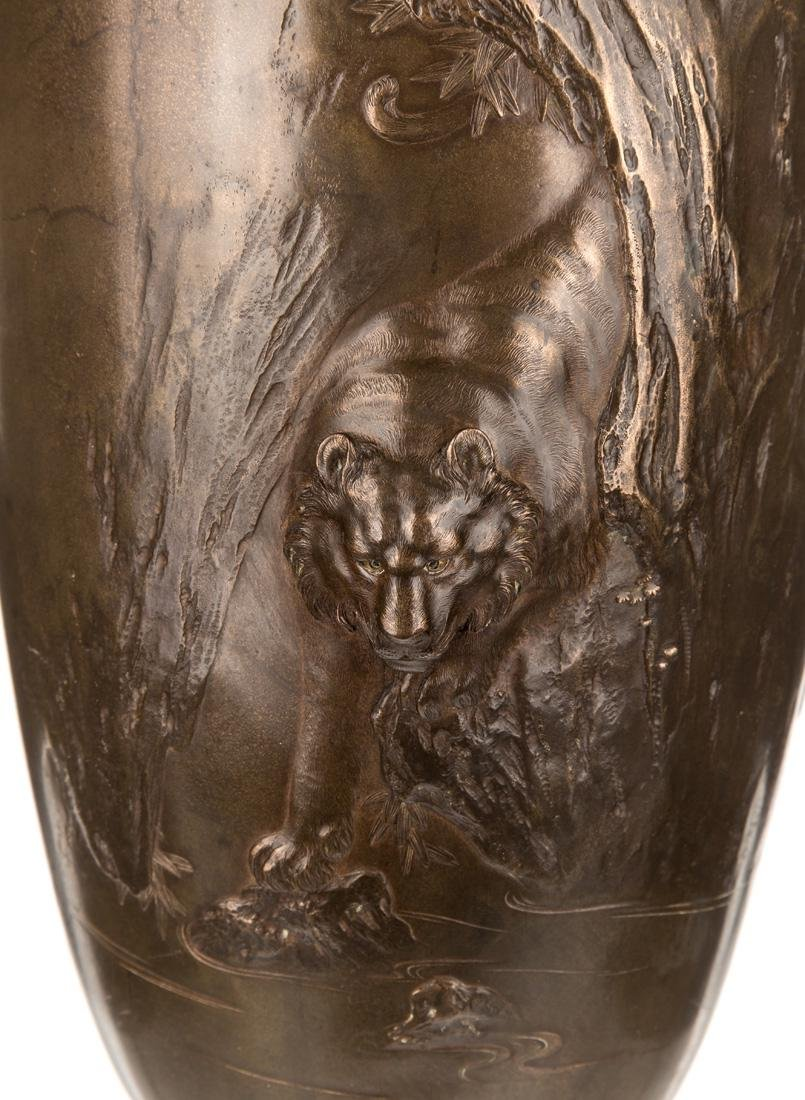 A LARGE CHINESE BRONZE VASE, 20TH CENTURY - 3