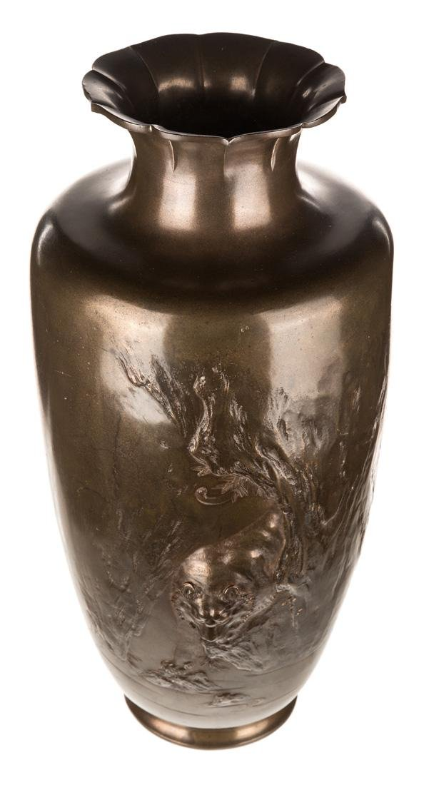 A LARGE CHINESE BRONZE VASE, 20TH CENTURY - 4