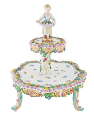 A MEISSEN PORCELAIN TIERED CAKE STAND, MID-19TH CENTURY