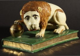 19THC RUSSIAN PORCELAIN HERMITAGE LION WITH A GILT