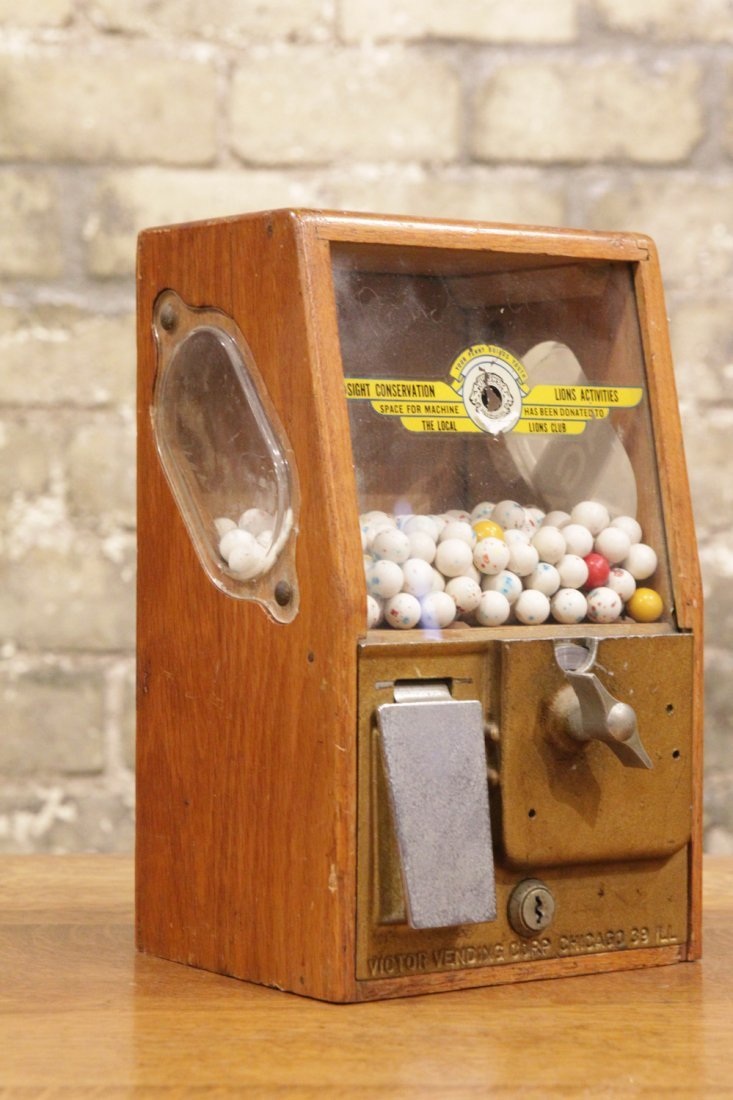 AMERICAN COIN GUMBALL MACHINE VICTOR VENDING CORP. CHIC