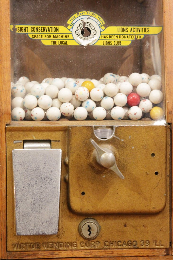 AMERICAN COIN GUMBALL MACHINE VICTOR VENDING CORP. CHIC - 2