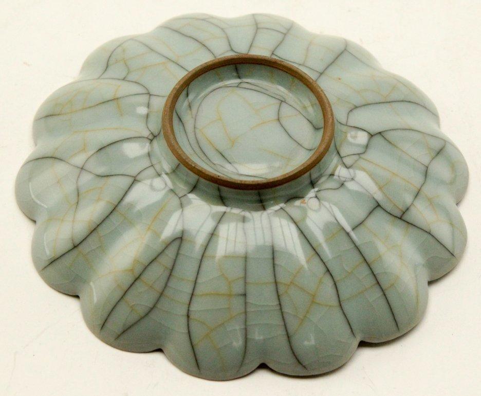 Chinese Guan type lotus bowl - 4