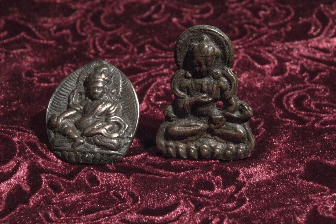 A GROUP OF TWO SMALL BRONZE BUDDHA MING PERIOD