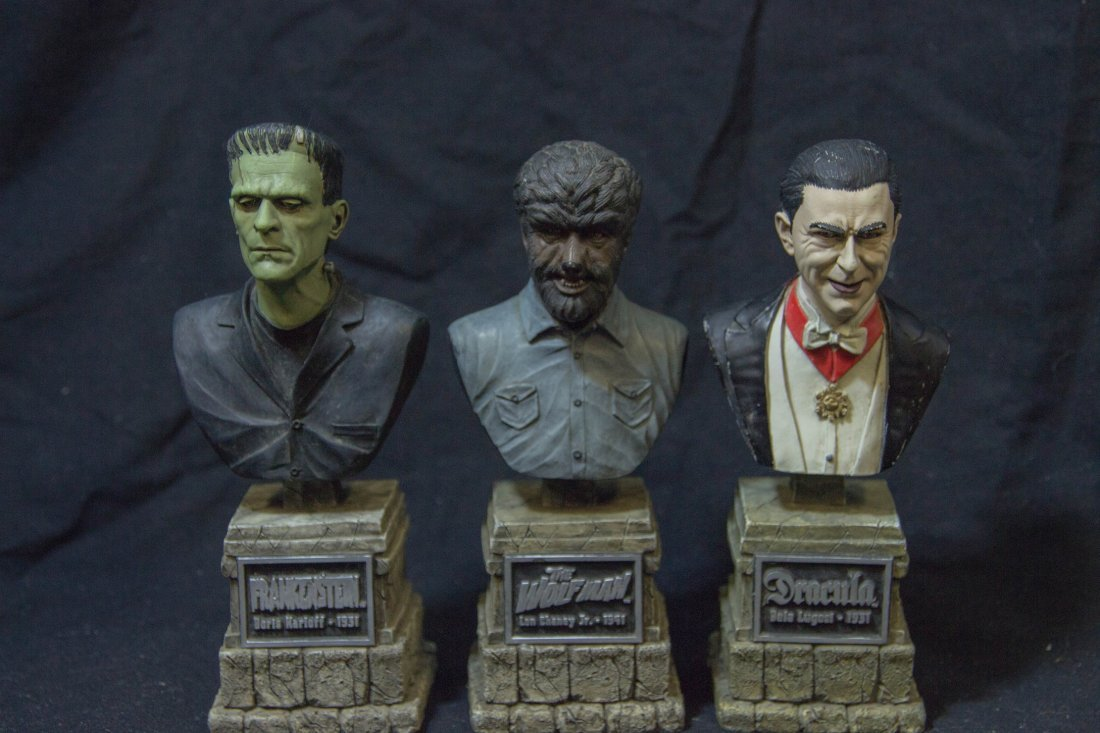 UNIVERSAL MONSTERS LEGACY COLLECTION SIDESHOW BUSTS