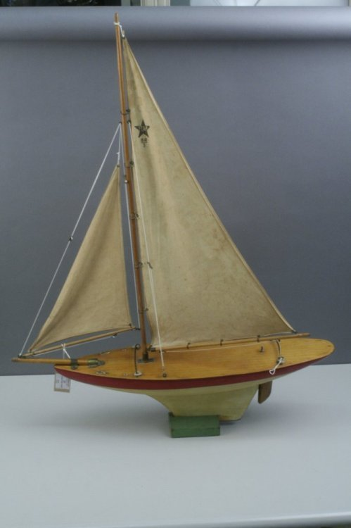 21: A 'Star' pond yacht, 28in. max.