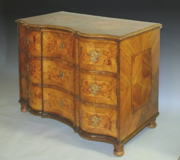 709: An 18th century German walnut and marquetry serpen