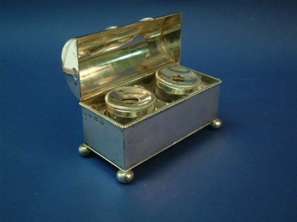 1204: A George V silver casket shaped inkwell box, 5ins