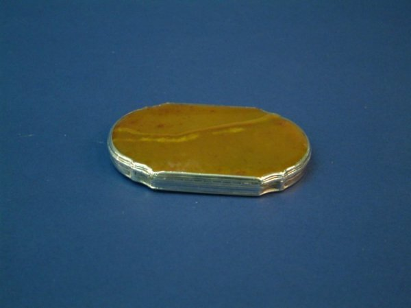 1213: A silver and hardstone shaped oval box, 3.25ins