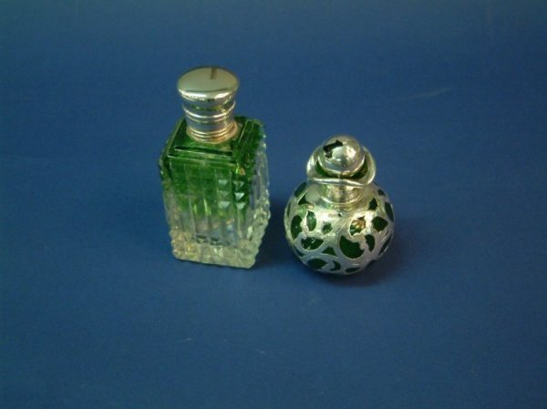 1219: A silver mounted green and clear glass scent bott