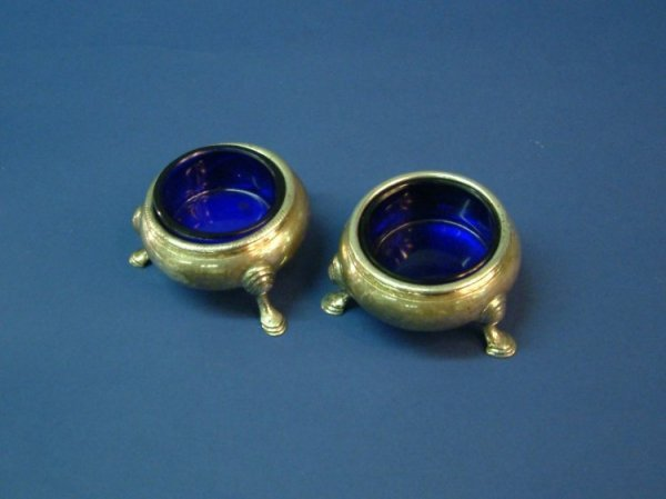1221: A pair of George III Scottish silver bun salts, 3