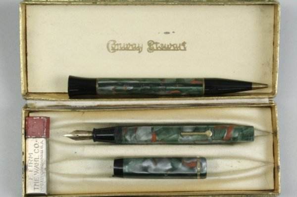 243: A cased Conway Stewart 'dinkie' no.540 pen and pen