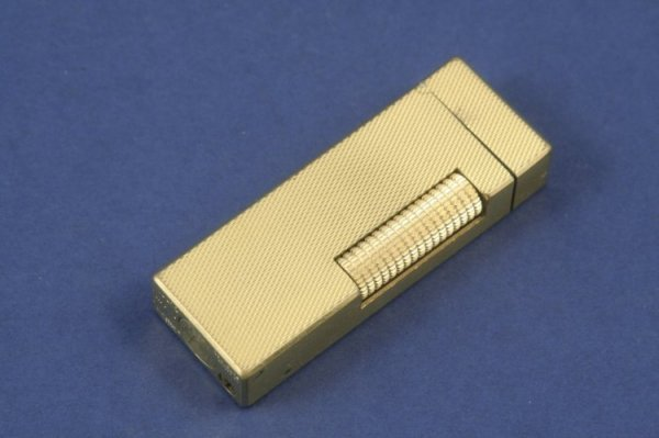 1282: A Dunhill gold plated and engine turned cigarette