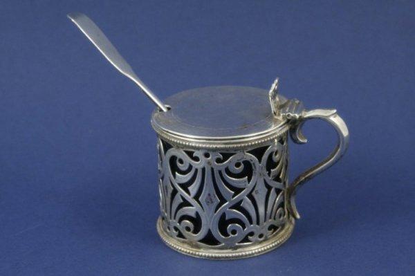 1286: A Victorian pierced silver drum mustard, 3ins