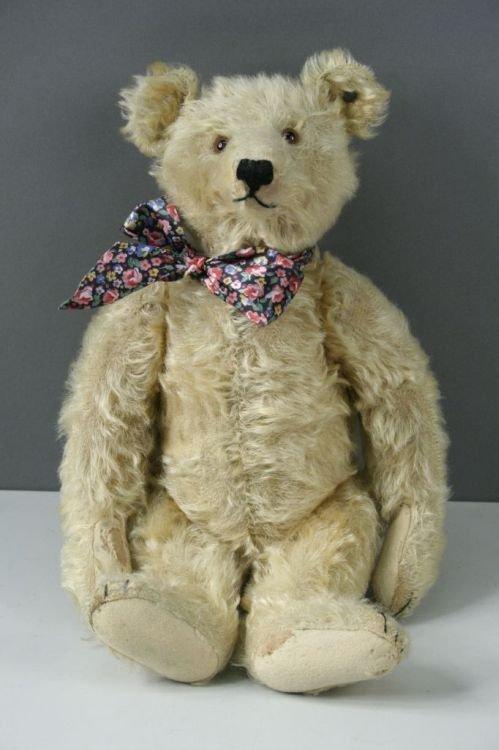 8: A Steiff Teddy bear, 16in. with button to left ear