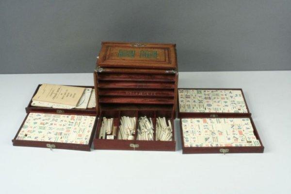 14: An early 20th century Chinese mah jong set, 9.5ins