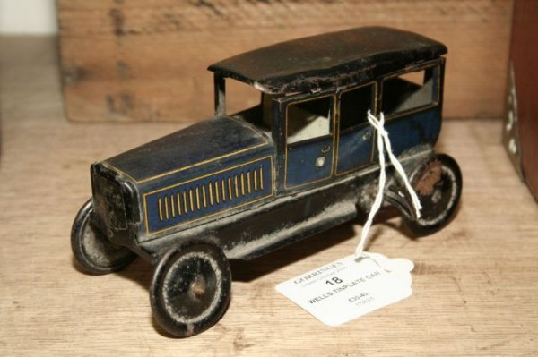 18: A Wells tinplate limousine, 6in.