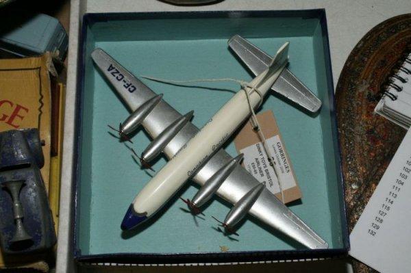 25: A Dinky Supertoys 998 Bristol Britannia Airliner, (