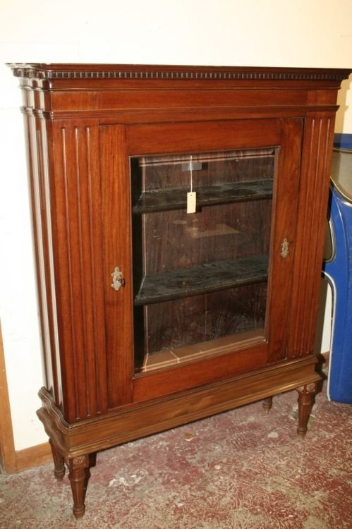 852: A 19th century mahogany cabinet, 4ft