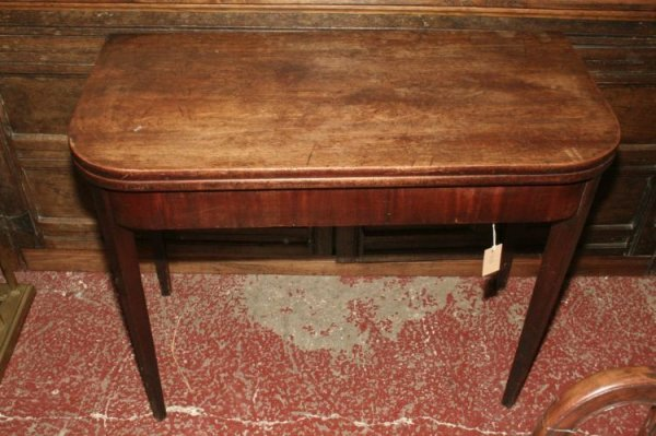 860: A George III mahogany tea table, 3ft