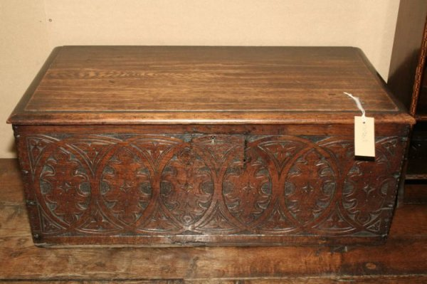 863: An 18th century carved oak bible box on stand, 2ft