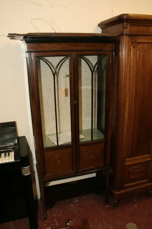 865: An Edwardian inlauid mahogany display cabinet