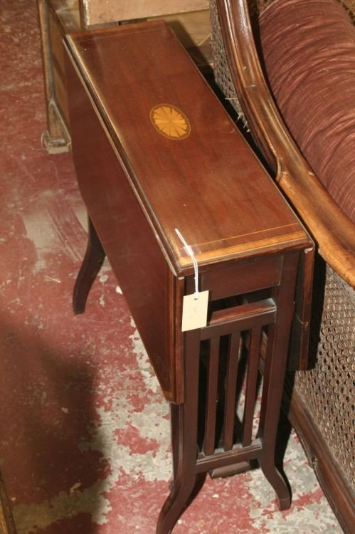 871: An Edwardian inlaid mahogany Sutherland table, 3ft
