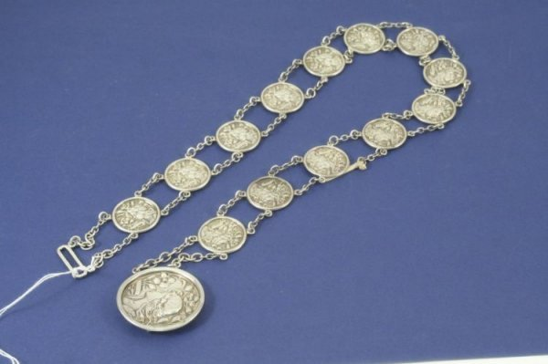 1479: An Edwardian Art Nouveau silver belt, 29.5ins